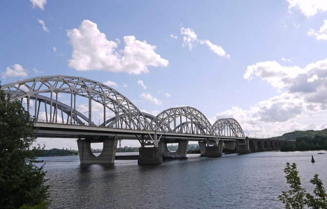 Залізнично-автомобільний мостовий перехід через Дніпро в Києві